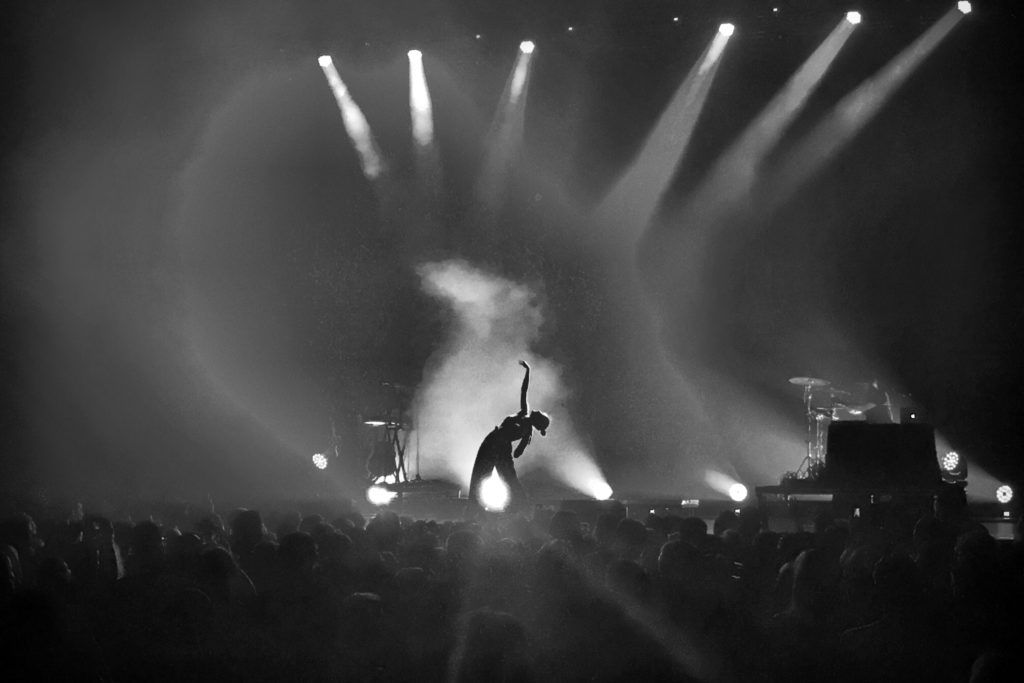 Banks-Live_Pittsburgh_Stage_AE